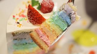 虹色のショートケーキに夢中。スイーツも楽しい「カジュアルフレンチ Cobara-Hetta」