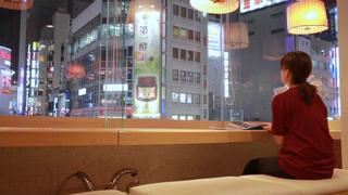 """新宿散歩の最後は""""足湯カフェ""""へ!極楽すぎる「ほぐしや本舗RiRAKU 新宿本店」"""