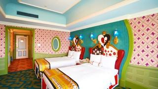 アリスの夢の世界へ!東京ディズニーランドホテル「ディズニーふしぎの国のアリスルーム」