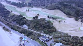 糸島の海もすぐ近く!潮風が吹き抜ける無人駅・鹿家をぶらり