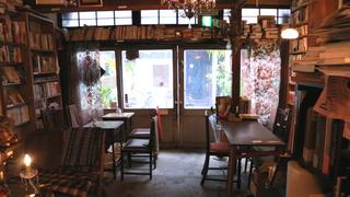 レトロな喫茶店「珈琲舎 書肆アラビク」で味わうかわいすぎるコーヒー