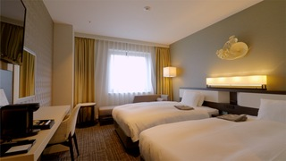 在高級酒店「Four Points by Sheraton 函館」獨佔函館夜景