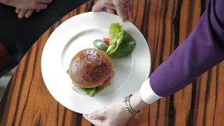 彷彿變身外國上流名媛! 這輩子一定要吃一次的「ORIENTAL LOUNGE」頂級漢堡