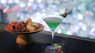 在能盡覽東京灣的「ROOF TOP BAR」品嘗日本最閃耀的絕品雞尾酒