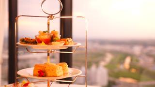 在新橫濱王子大飯店的「Top of Yokohama Bar Lounge & Banquet」享受優雅下午茶
