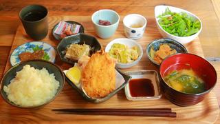 日本の食文化の真髄がここに!「離島キッチン」は全国の島料理を味わう隠れスポット