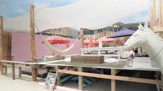 フォトジェニックな海の家「Sea Room lynn Beach Club」