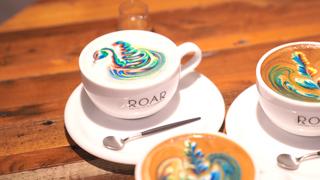 コーヒー専門店「ROAR COFFEEHOUSE&ROASTERY」のカラフルすぎる虹色ラテ