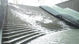 大阪駅直結「ラ テラス カフェ エ デセール」はブランチにもおすすめの滝ビューカフェ