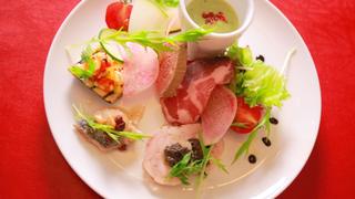 ミシュラン獲得の本場イタリア料理店「トラットリア デッラアモーレ」で贅沢な北海道の味わい