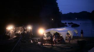 無人島でキャンプファイヤー。「レンヴィレッジ」のナイトキャンプが美しい