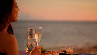 「星野集團 虹夕諾雅 竹富島」〈晚餐篇〉~僅在離島的「虹夕諾雅」才可體驗!一邊欣賞夕陽,一邊在沙灘上享用戶外晚餐~