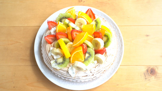 ふわふわケーキ×山盛りフルーツ♡「サンデーブランチ」の贅沢な秋スイーツ