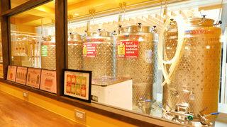 世界初! 空港内に醸造所があるワインバル「大阪エアポートワイナリー」
