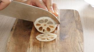 レンコンをおいしく食べる調理のコツ。知っておきたい料理の基本と下準備