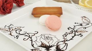 デザートプレートが華やかになる本格チョコペンアート「花の描き方」のコツ