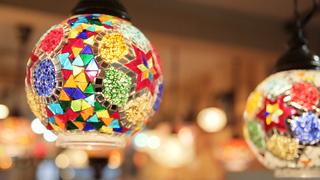 置くだけで部屋が輝く、世界に1つだけのトルコモザイクランプ「ZAKUROらんぷ家」