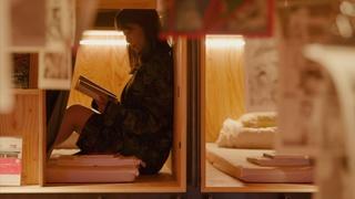 まるで本棚の中!本格的なラテが飲める「BOOK AND BED TOKYO 新宿」