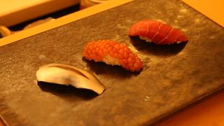 おもてなしとライブ感を楽しむ路地裏の名店。江戸前寿司の駒沢「鮨辰」で過ごす至福の時間