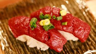 低卡路里、低脂肪、高蛋白質的馬肉就在惠比壽横丁「肉壽司」!
