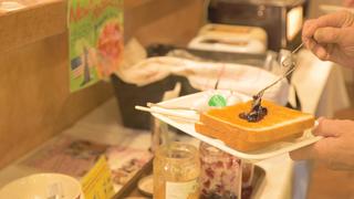 24小時皆能享受各國美味、富異國風情的餐廳「櫻花咖啡廳&餐廳池袋店」