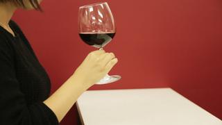【ワインの飲み方】正しいマナーと注ぎ方・持ち方を詳しく解説