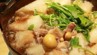 噛むほどに旨味が広がる究極の地鶏をまるごといただく。大阪・北新地「活地鶏料理 ひないや」