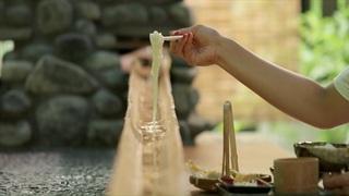 鎌倉「茶屋かど」でレトロ懐かしい流しそうめんを体験