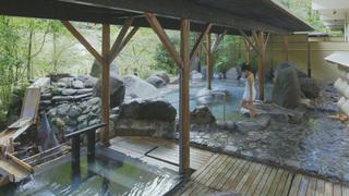 在「星野集團 界 川治」泡溫泉養顏美容!享受石砌浴池和檜木浴池
