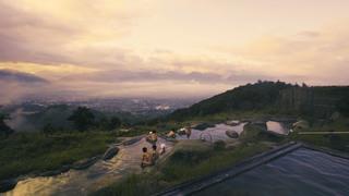 山梨で人気の「ほったらかし温泉」で絶景が広がる露天風呂を楽しむ