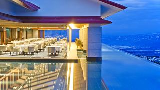幻想的な絶景を一望する大人のリゾート「赤倉温泉 赤倉観光ホテル」