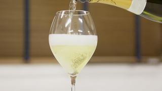 女生也可以輕鬆打開,氣泡酒的開法・倒法