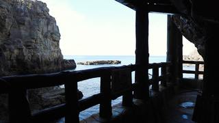 白浜の景勝地「三段壁洞窟」で自然の神秘と歴史に出合う!