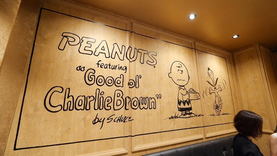 「PEANUTS DINER 神戸」の壁