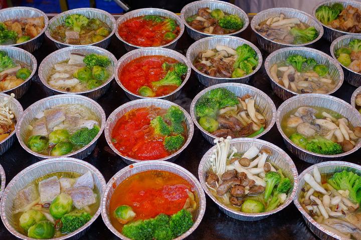 5824efca4c8 スペインバルには欠かせないタパス料理の日本一を決める「全国タパス選手権」も開催。「アヒージョ」をはじめとした、スペイン 料理に欠かせないメニューが揃います。