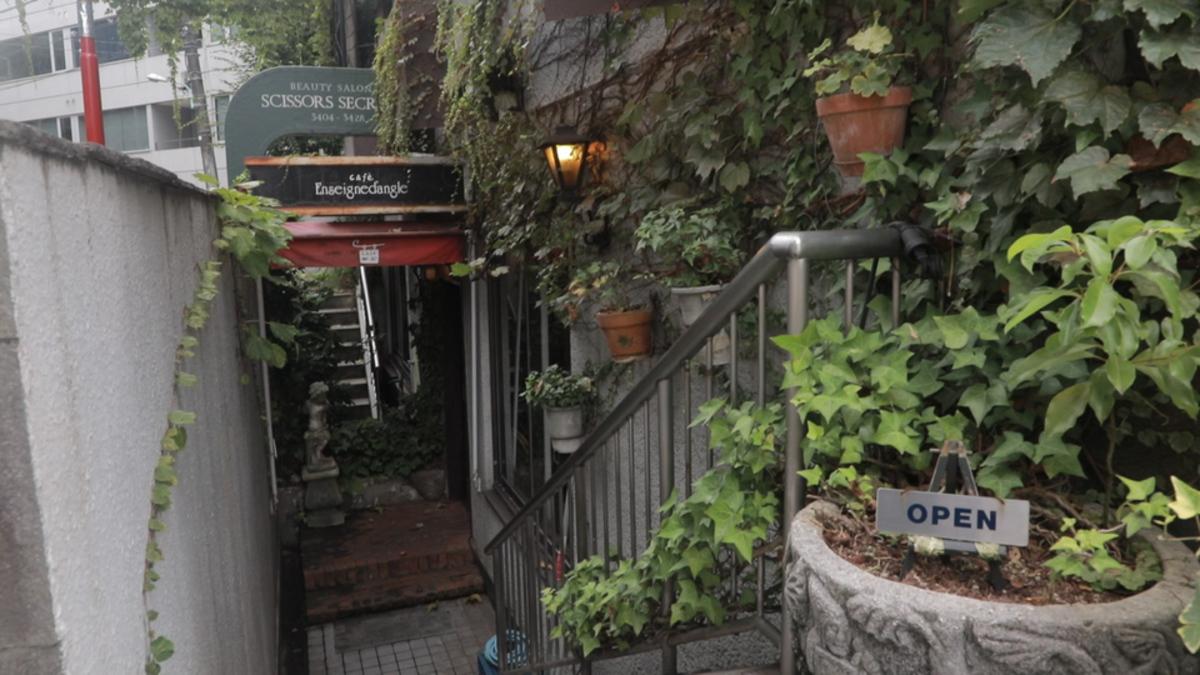 カフェ・アンセーニュ・ダングル 原宿店