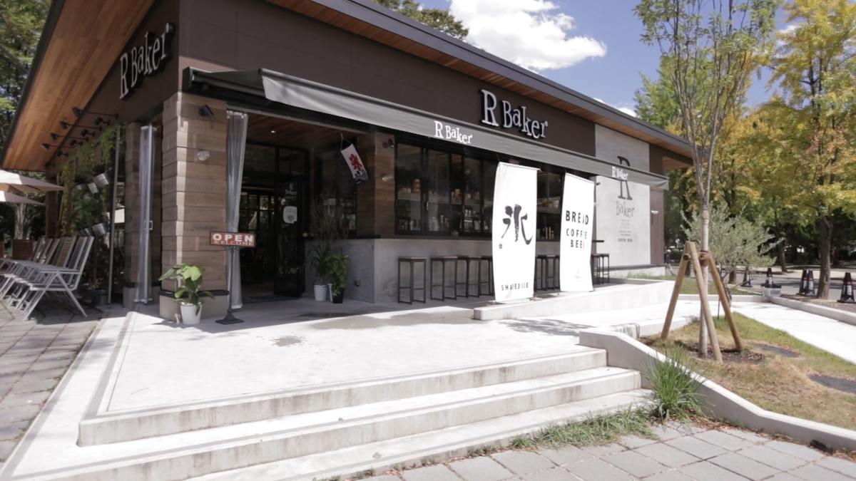 R Baker inspired by court rosarian 大阪城公園店